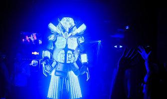 Išskirtiniame vakarėlyje Kaune – ir šviečiantys robotai, ir paslaptingos šokėjos