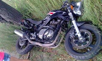 Miško kelyje prie Raguvos motociklo nesuvaldžiusiam vyrui – kaukolės ir skruostikaulio lūžiai