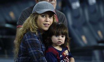Shakira su sūnumi Milanu per futbolo varžybas palaikė aikštėje žaidusį Gerardą Pique