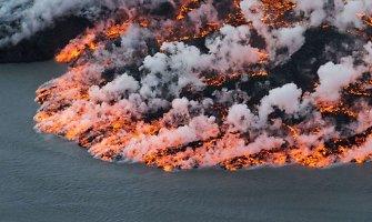 Nerimstantis Baurdarbungos ugnikalnis kelia žemės virpesius ir lieja lavą