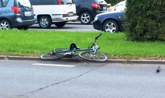 Klaipėdoje nedrausmingam dviratininkui – dviejų automobilių smūgiai
