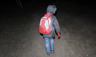 Klaipėdos rajone po automobilio ratais žuvo į pamokas skubėjusi mokinė