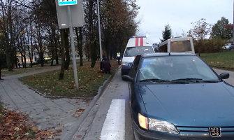 """Alytuje moters vairuojamas """"Peugeot"""" perėjoje parbloškė 14-metę"""
