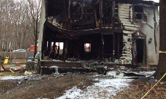 Vašingtono priemiestyje ant namo nukritus nedideliam lėktuvui žuvo šeši žmonės
