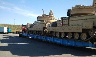 Į Klaipėdos uostą atgabenta sunkioji JAV karių technika