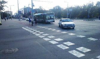Vilniuje susidūrė maršrutinis autobusas ir lengvasis automobilis, jo vairuotojas – be draudimo