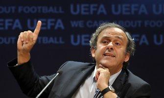 UEFA prezidentas prancūzas Michelis Platini – mūru už agresorių Vladimirą Putiną