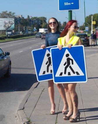 Klaipėdos gatvėse eismą kontroliuoja ilgakojės gražuolės