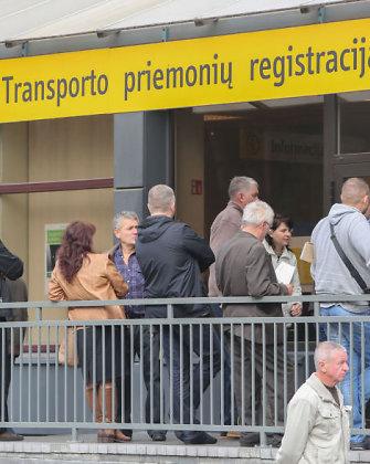 Seimas taiso nesąmones: transporto priemonių savininkai galės būti ramūs pusę metų