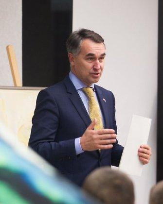 Ukrainos kariams paremti skirtame aukcione lietuviai šlavė dailės kūrinius