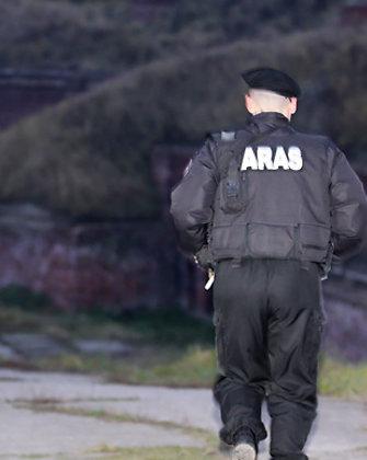 """Girtas """"Aro"""" kovotojas naktį Vilniuje sudaužė savo BMW ir praskėlė keleiviui galvą"""