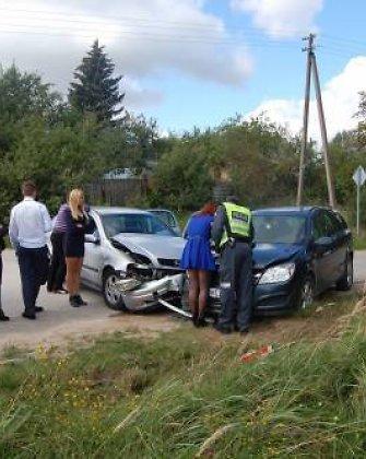 Gimnazistė kaltinama taranavusi Anykščių politiko Alfrydo Savicko automobilį