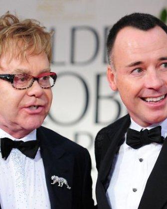 Seras Eltonas Johnas susituokė su savo partneriu ir vaikų tėvu Davidu Furnishu