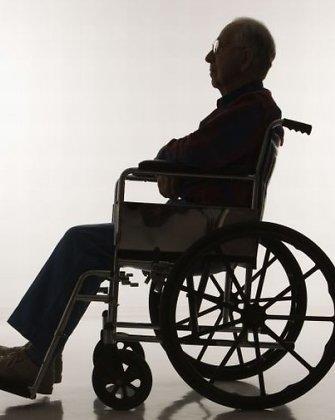 Lenkijoje paralyžiuotas vyras po revoliucingo gydymo vėl pradėjo vaikščioti