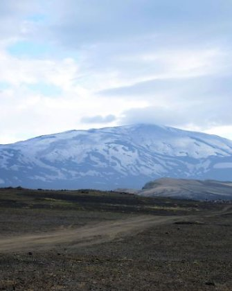 Islandija paskelbė aukščiausio laipsnio pavojų dėl ugnikalnių ir uždraudė skrydžius