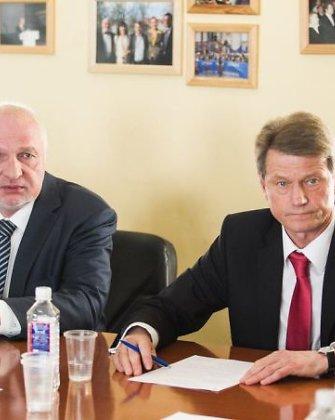 Rolandas Paksas ir Valentinas Mazuronis ir toliau EP dirbs su euroskeptikais, frakcija išsaugota