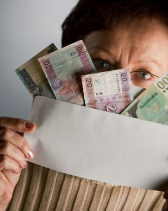 Turtuoliai irgi vargšai: socialines pašalpas Lietuvoje gaudavo net milijonieriai