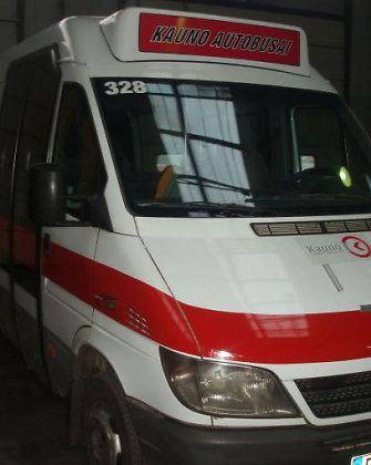 Kaune nugenėjus mikroautobusų maršrutus jų nišą užima maži miesto įmonės autobusai