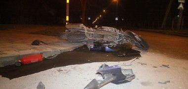 Panevėžyje į automobilį rėžėsi girtas ir teisių neturintis motociklininkas