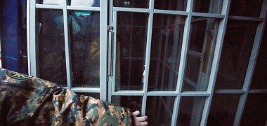 Trakuose girtas nuteistasis grasino susidoroti su pareigūnais