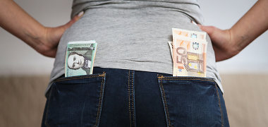 Litus į eurus nemokamai keičia tik Lietuvos bankas