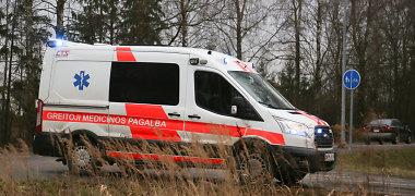 Vilniuje susidūrė VW ir taksi: nukentėjo vairuotojas ir taksi keleivė