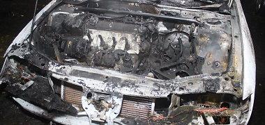 Kėdainiuose naktį padegtas patrulio automobilis