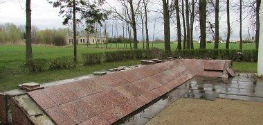 Vilkaviškyje piktavaliai nuniokojo Holokausto aukų kapavietes