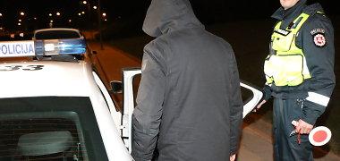 Rokiškio rajone pareigūnai vaikėsi antrankiais surakintą smarkuolį