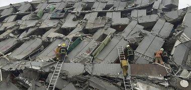 """Motina prie 17-os aukštų namo griuvėsių Taivane laukia žinių apie dukrą: """"Pasiruošiau ir blogiausiam"""""""