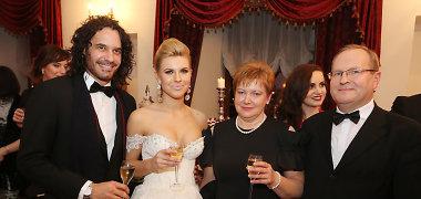Deimantės Andriuškaitės pasirodymą su nuotakos suknele išvydo tėvai ir sužadėtinis Mario Cimarro