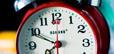 Kokią prasmę turi laikrodžio rodyklių persukimas?