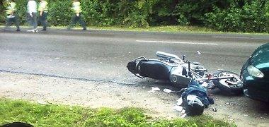 """""""Ford"""" vairuotoja kaltinama, kad nepraleido priešpriešiais atvažiavusio motociklo """"Yamaha XJ"""""""