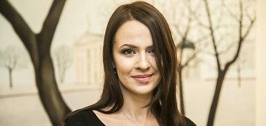 """Buvęs """"Playboy"""" modelis Dovilė Bilkštienė pristatė debiutinę tapybos parodą: kurti įkvėpė dukros"""