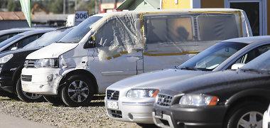 Kokius pažeidimus daro nelegalūs automobilių prekeiviai?