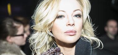 """Po nesėkmės """"Eurovizijoje"""" Mia grįžo į sceną: pasirodė naujame šou"""