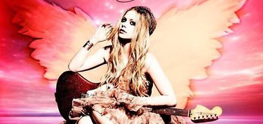 """Laimo ligą įveikusi Avril Lavigne pristatė Specialiosioms olimpinėms žaidynėms sukurtą dainą """"Fly"""""""