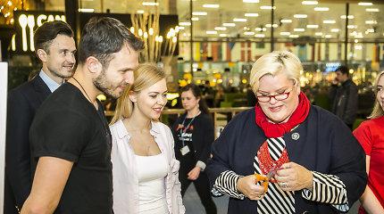 Monika Linkytė eurovizinę suknelę kūrė kartu su gerbėjais: žiedlapius karpė ir Laima Mertinienė