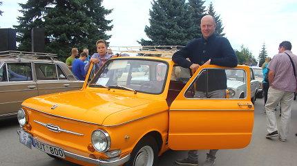 """Ramūnas Čapkauskas į senovinių automobilių parodą Biržuose atvyko """"EVO"""" dalimis papildytu """"zaziuku"""""""