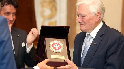 Prezidentas Valdas Adamkus laukia operacijos, bet atvyko į Maltos ordino šventę Kaune