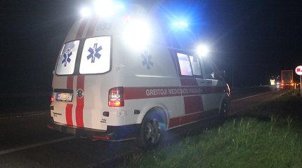 Kelyje Kaunas–Klaipėda jaunos vairuotojos partrenkto pėsčiojo būklė – kritinė