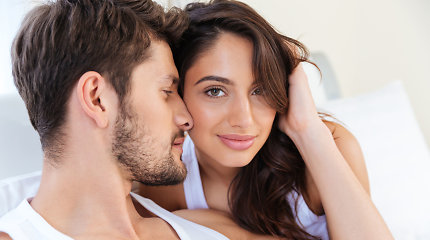 Seksas ir spuogai: kaip intymus gyvenimas veikia odos grožį?