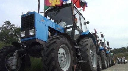 Rusijoje korupcija nepatenkinti ūkininkai teisybės ieškoti į Maskvą važiuoja traktoriais