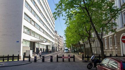 JAV ambasada Taline gatvėse prie savo pastatų slapta seka žmones