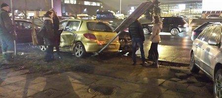 Judrioje Kauno gatvėje susidūrė automobiliai