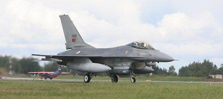 Iš Zoknių vėl kilo NATO naikintuvai: prie Latvijos sienų priartėjo du Rusijos bombonešiai