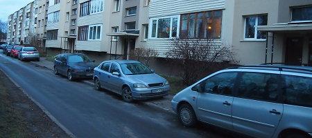 Kalėdinė Vilniaus savivaldybės staigmena Žirmūnų gyventojams – baudos už parkavimą
