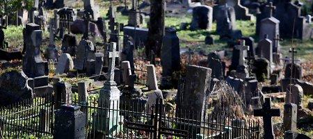 Libertas Klimka: sugrįžę prie senųjų laidojimo tradicijų, išspręstume kapinių problemą