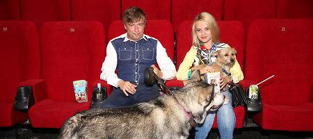 Marius ir Renata Jampolskiai į kiną atsivedė šunis