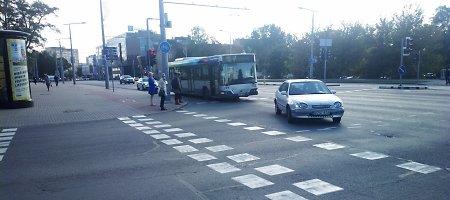 """Autobuso ir """"Toyota Corolla"""" avarija Konstitucijos prospekte, Vilniuje"""